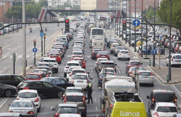 València supera a Madrid en coches por km2, pocos atascos y contaminación media